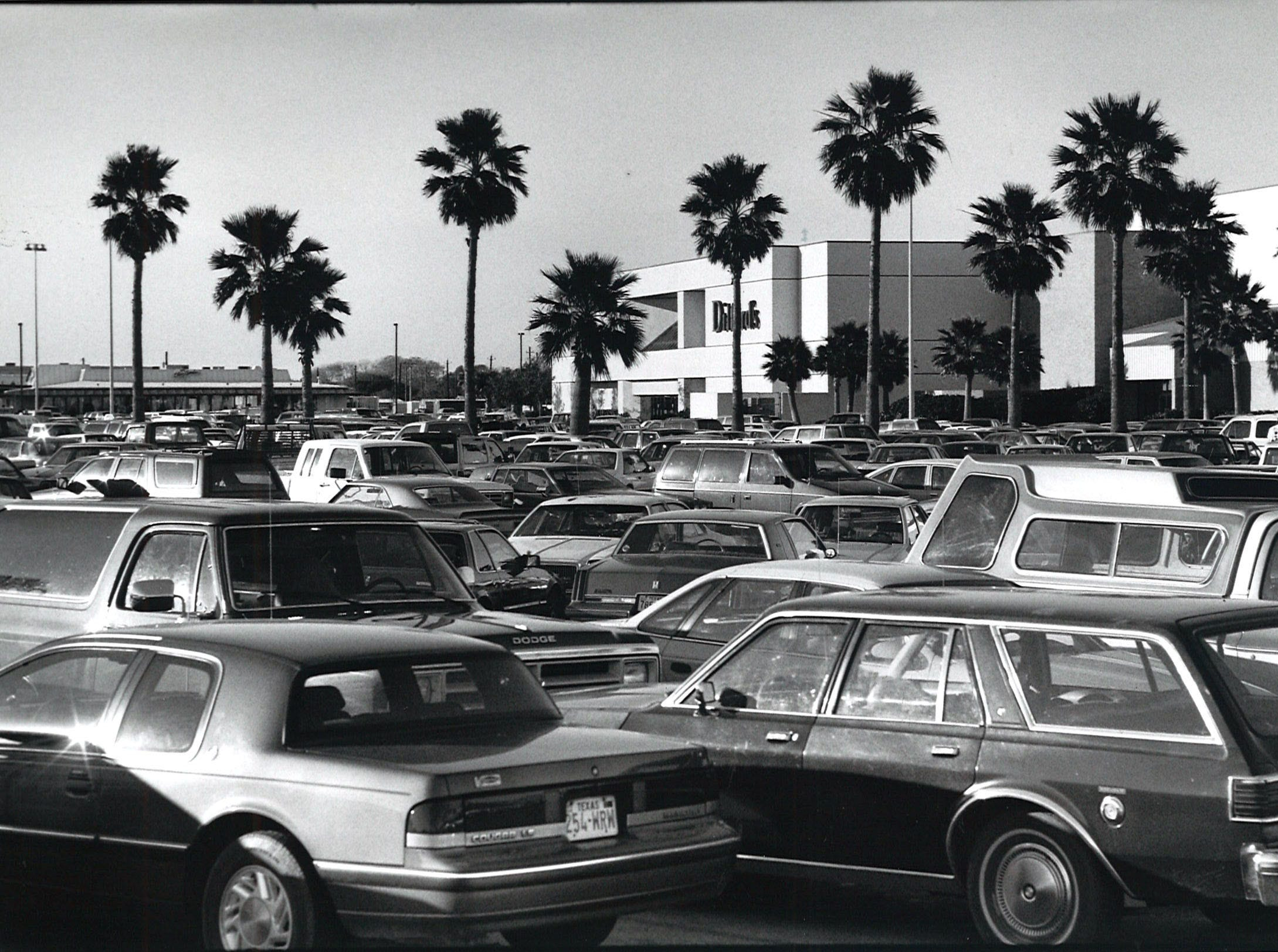 Vehicles pack the parking lot at Padre Staples Mall in Corpus Christi on Dec. 9, 1990.