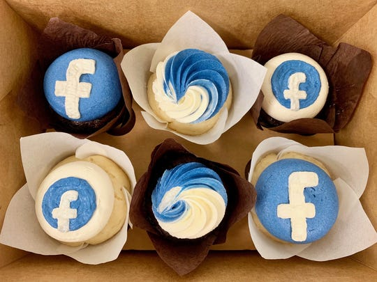 The first 500 people at Scratch Cupcakery in Des Moines can get a free Facebook cupcake.