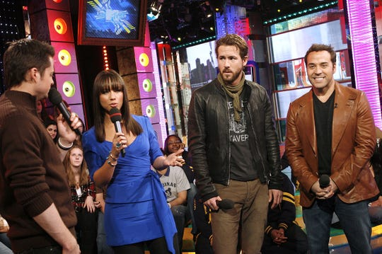 """From left, VJ Damien Fahey appears onstage with Alicia Keys, Ryan Reynolds and Jeremy Piven during MTV's """"Total Request Live"""" at the MTV Times Square Studios Tuesday, Jan. 23, 2007 in New York.  Keys, Reynolds and Piven star in the new film """"Smokin Aces"""" which opens nationwide on Friday."""