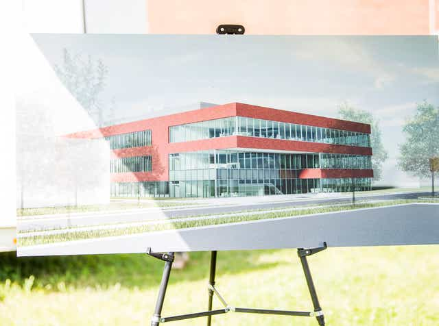 Ornl Gets 95 Million New Research Facility Candidate photo research and production by earl wilson, alana celii, lalena fisher, yuriria avila, amanda cordero, laura kaltman, andrew rodriguez, alex garces, chris kahley, andy chen, chris o'brien, jim demaria, dave braun and jessica white. ornl gets 95 million new research facility