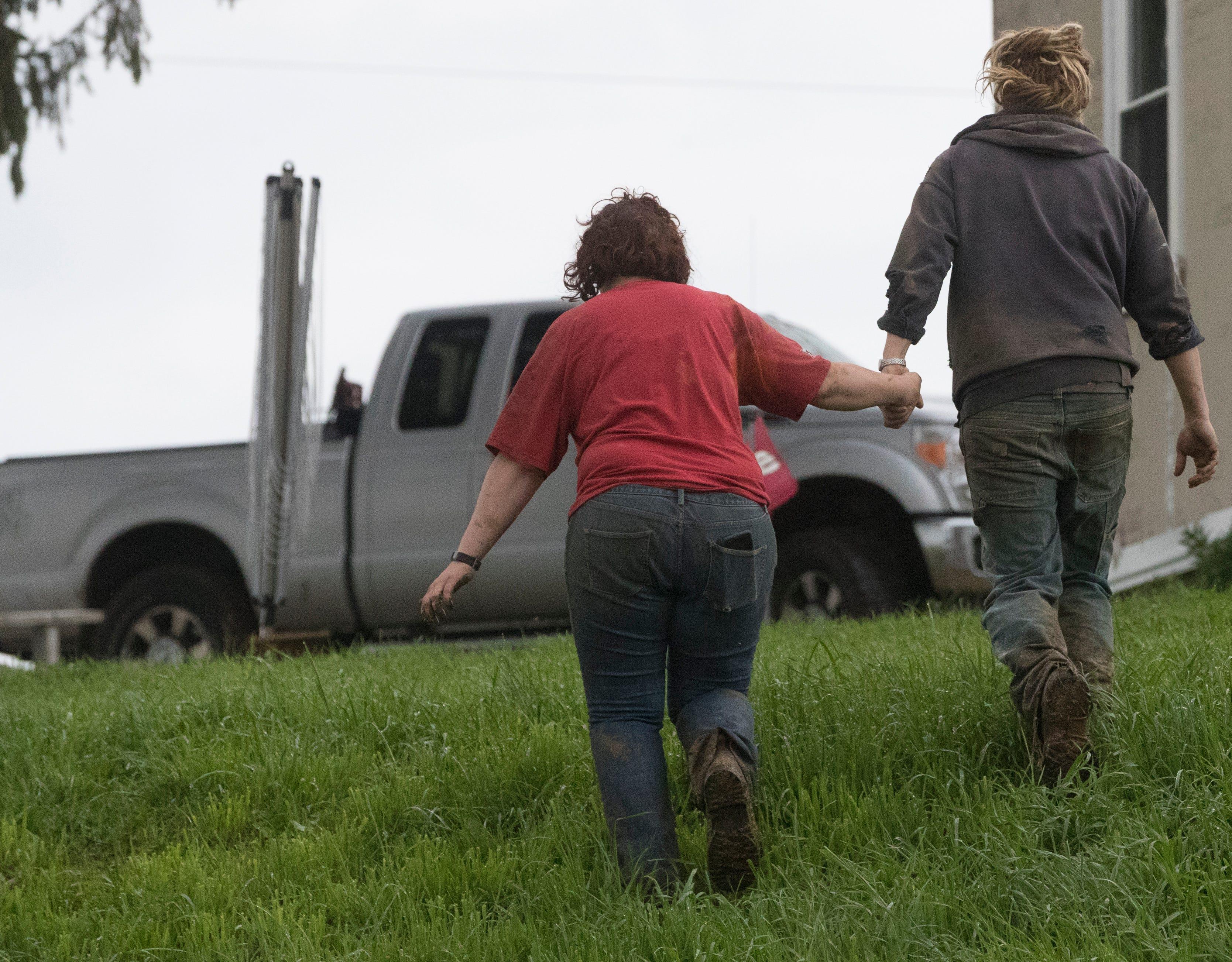Wisconsin dairy farms closing as milk prices drop, economics