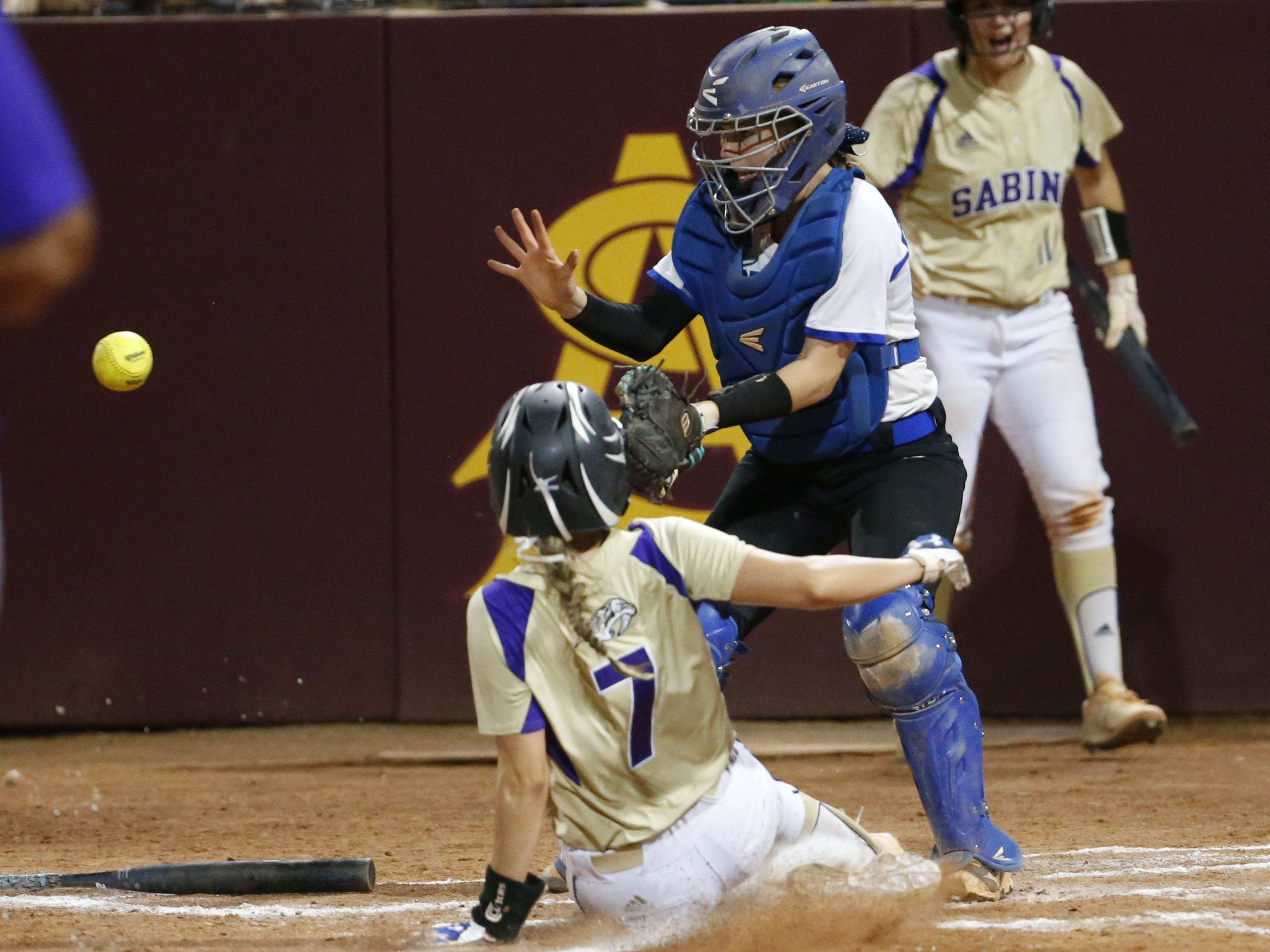 Sabino shortstop Sydney Gary (7) scores ahead of the tag by Snowflake catcher Jordyn Powers (11) during the 3A softball state championship game in Tempe May 6, 2019.