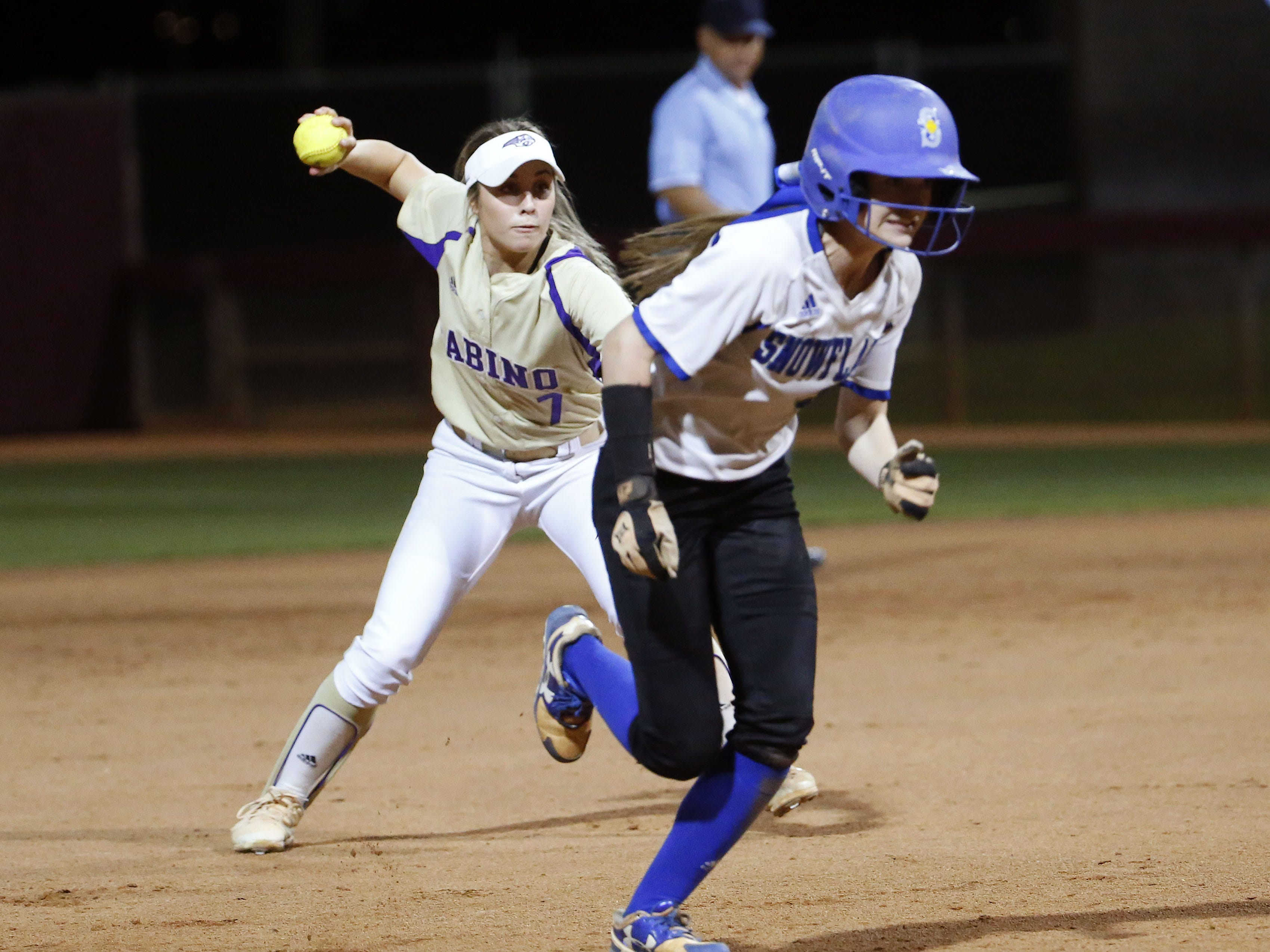 Sabino shortstop Sydney Gary (7) throws to third base as Snowflake center fielder Kaylee Thomas (8) advances safely during the 3A softball state championship game in Tempe May 6, 2019.