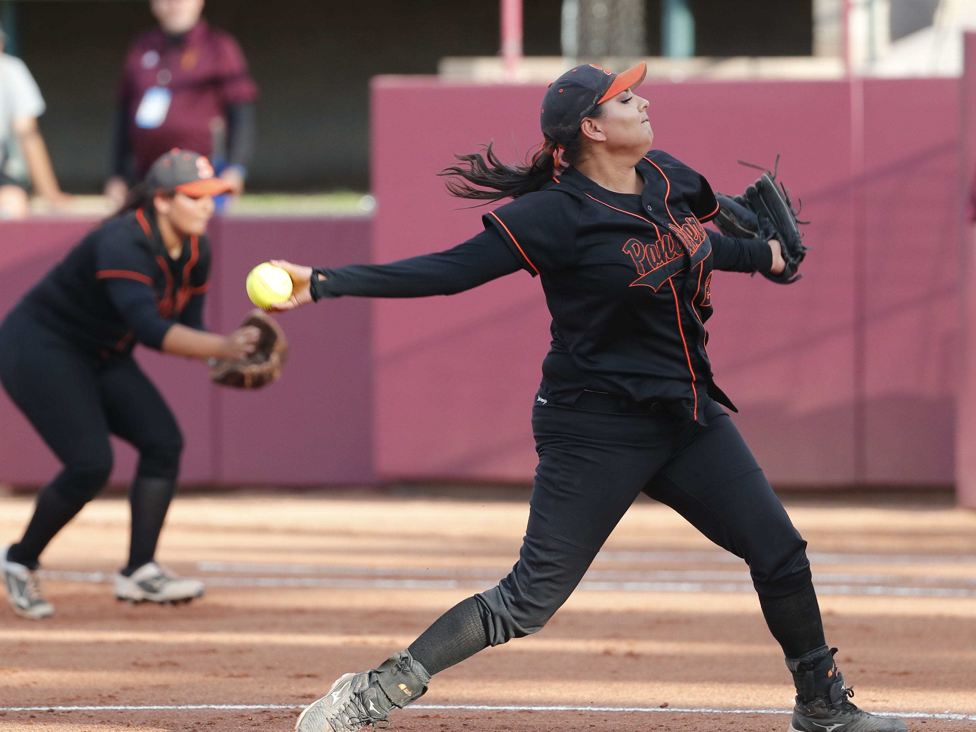 Superior pitcher Korinna Romero (27) throws against Ray during the 1A softball state championship game in Tempe May 6, 2019.