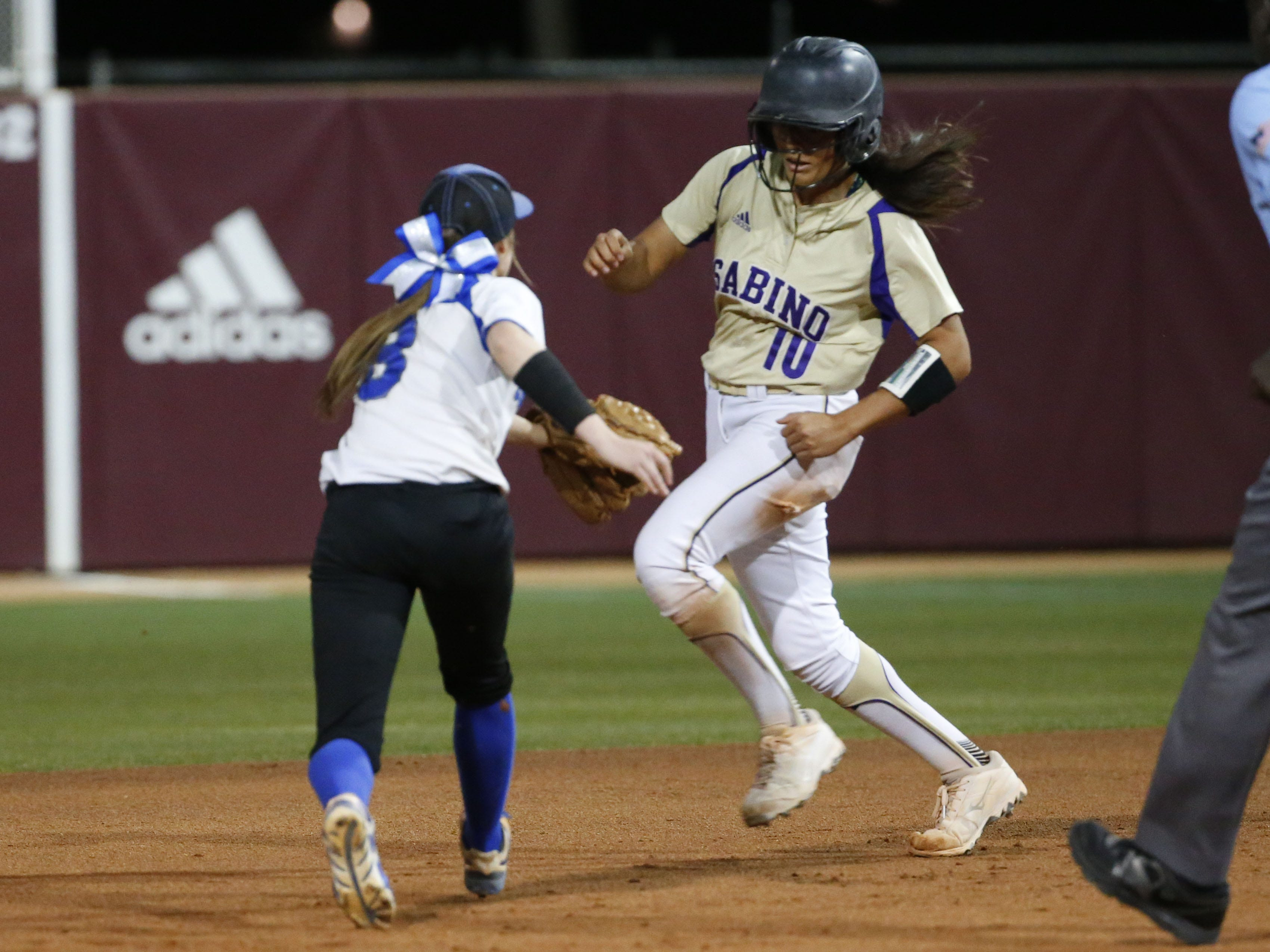 Sabino pitcher Danielle Kirchhofer (10) is tagged out by Snowflake center fielder Kaylee Thomas (8) during the 3A softball state championship game in Tempe May 6, 2019.