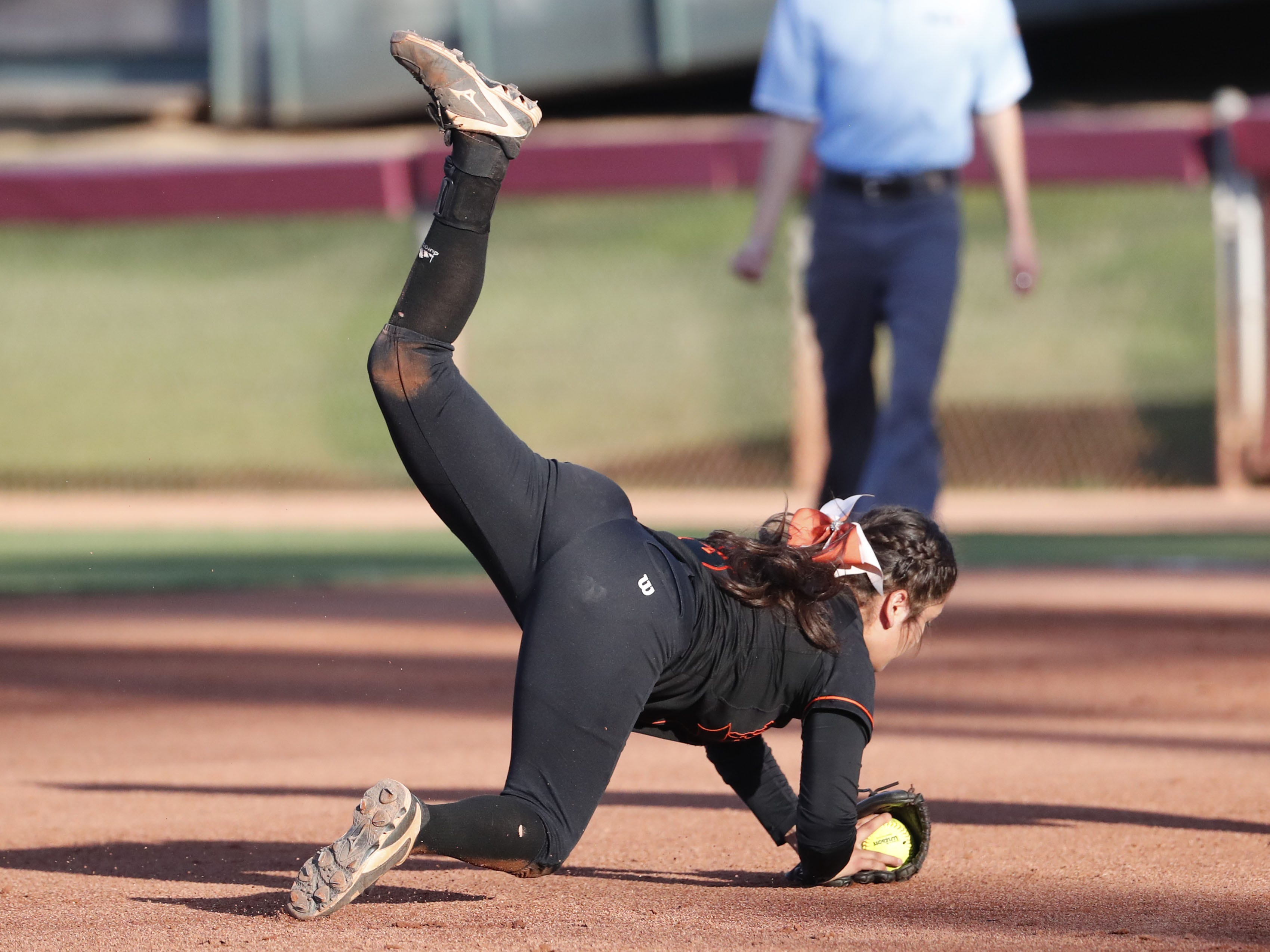 Superior shortstop Anisah Cardenas (3) makes a diving catch against Ray during the 1A softball state championship game in Tempe May 6, 2019.