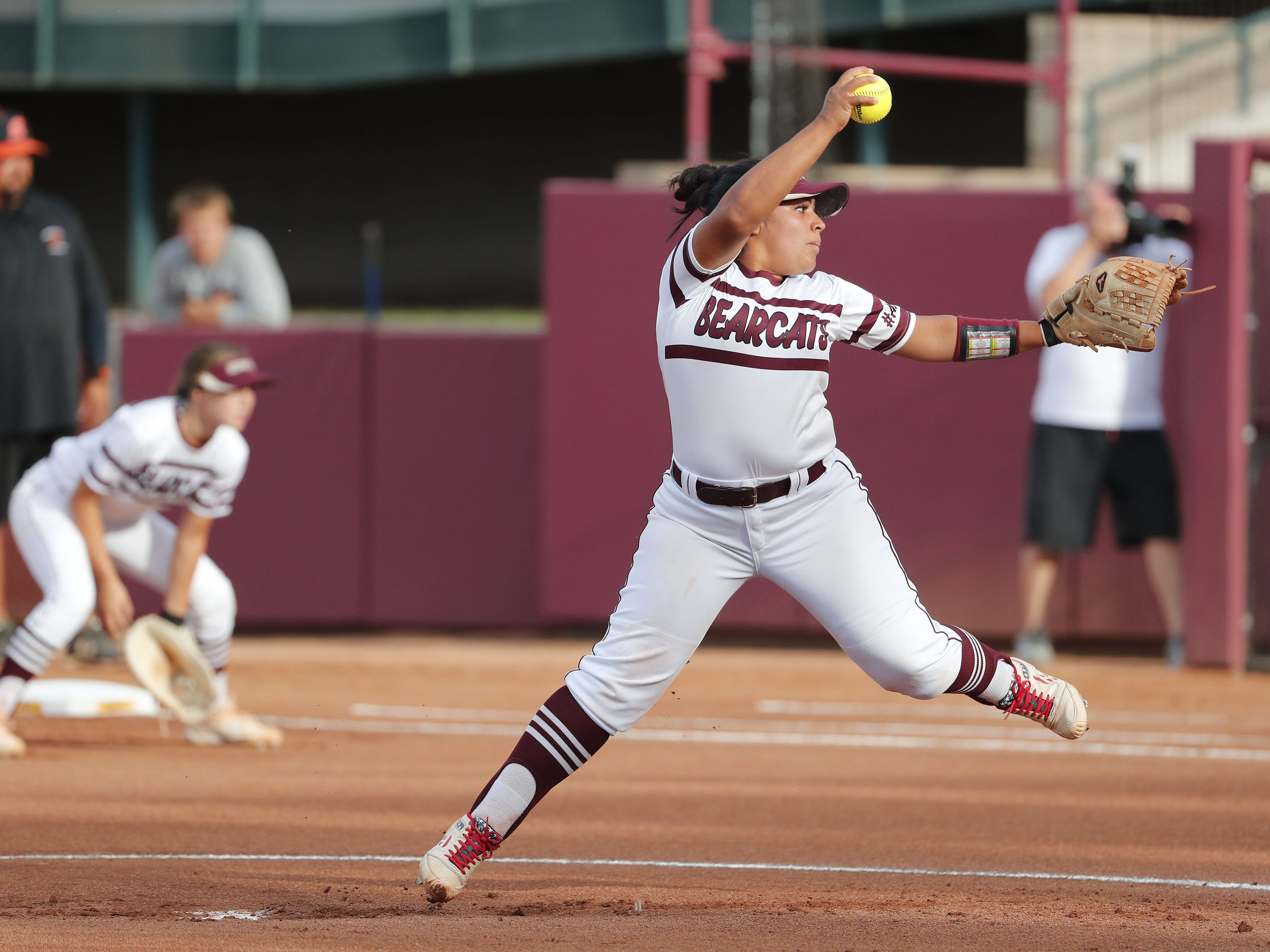 Ray pitcher Daniella Hinojos (21) throws against Superior during the 1A softball state championship game in Tempe May 6, 2019.