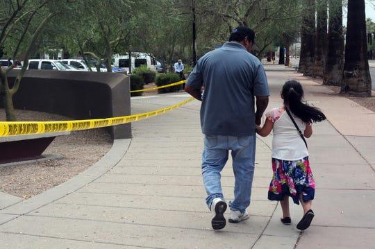Un juez federal dijo hoy que el Gobierno de Estados Unidos reunirá con sus padres a 63 niños menores de 5 años que fueron separados de sus familias tras cruzar la frontera con México, por lo que no podrá cumplir con su orden de entregar este martes a los 102 menores de esa edad detenidos.