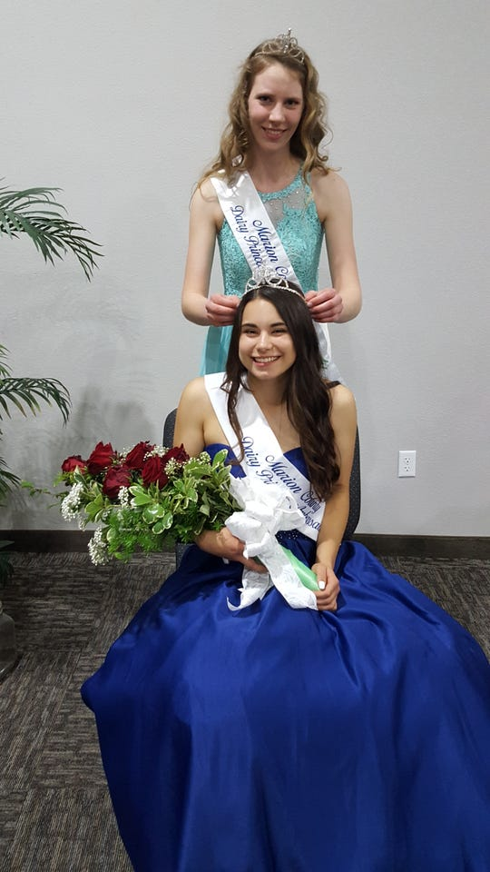 Taysha Veeman is crowned the 2019 Marion County Dairy Princess/Ambassador by 2018 Princess/Ambassador Donata Doornenbal.