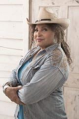 """BLESS THIS MESS - ABC's """"Bless This Mess"""" stars Pam Grier as Constance. (ABC/John Fleenor)"""