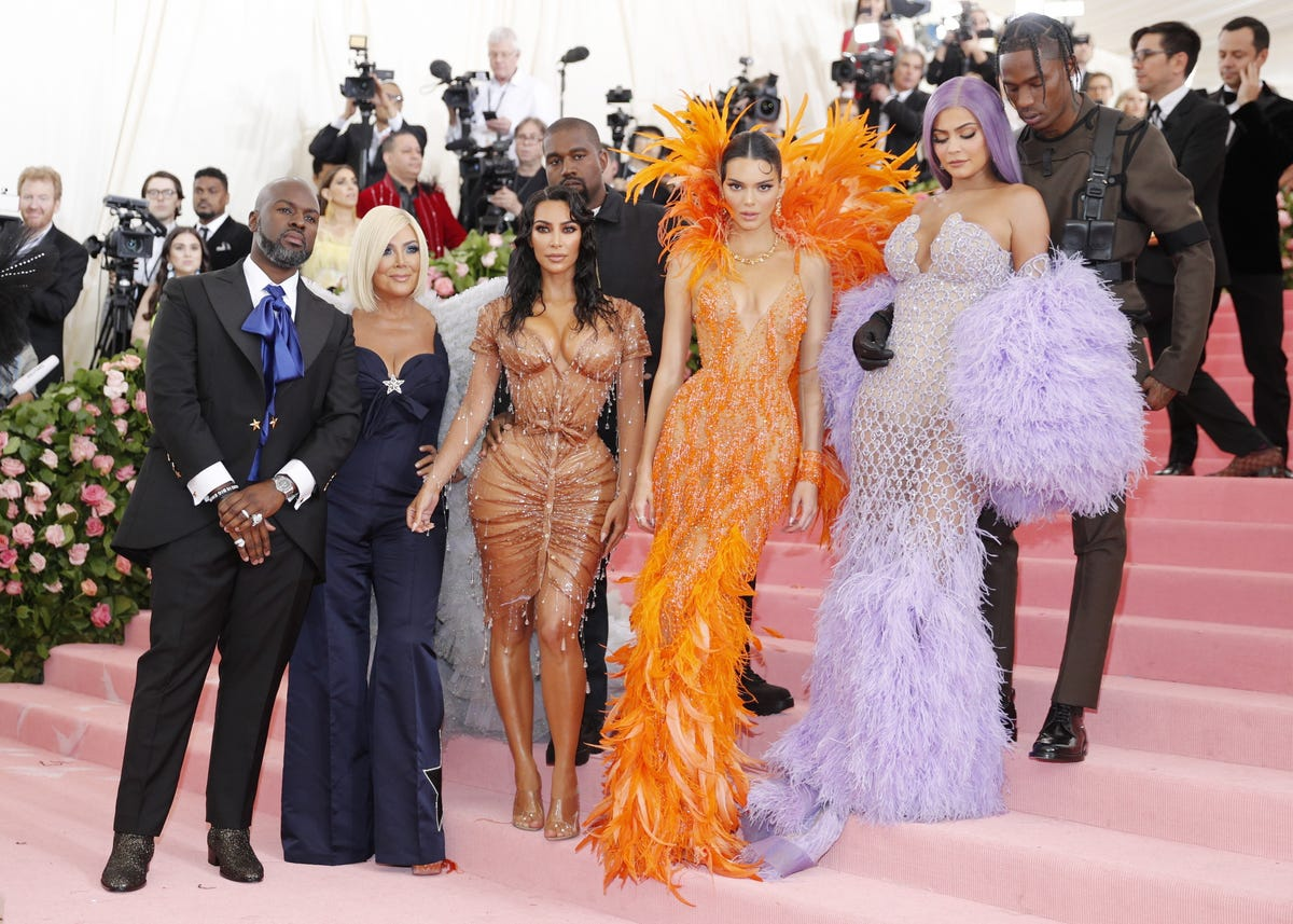 2407bb0ab76c Met Gala: Kim Kardashian, Kendall and Kylie Jenner in must-see pic