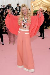 NEW YORK, NEW YORK - MAY 06: Elle Fanning attends The 2019 Met Gala Celebrating Camp: Notes on Fashion at Metropolitan Museum of Art on May 06, 2019 in New York City. (Photo by Neilson Barnard/Getty Images) ORG XMIT: 775333959 ORIG FILE ID: 1147424615