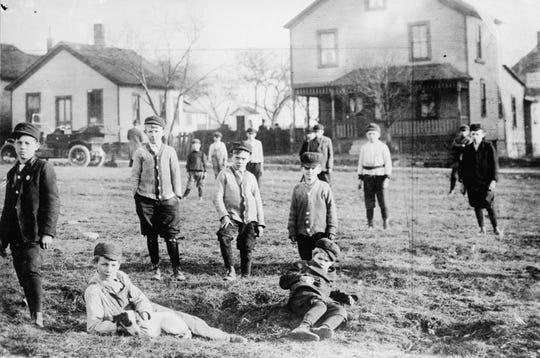 Boys gang, Cleveland, Ohio, April 8, 1911.