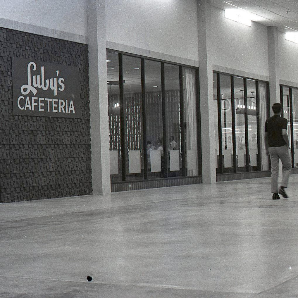 #TBT: Padre Staples Mall wowed Corpus Christi shoppers when it opened in July 1970