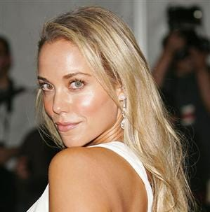 'Saved by the Bell' star Elizabeth Berkley to appear at Motor City Comic Con