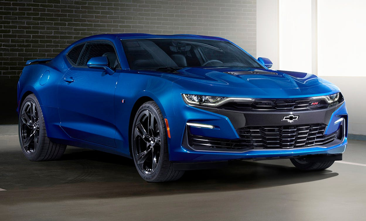 "2019 Camaro SS front fascia featured a ""flowtie"" open bowtie grille emblem and aero-enhancing air curtains."