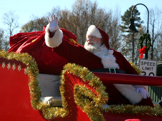 Travelers Rest had their Christmas parade on 12.10.2016 along Main St. Hundreds of people attended despite the chilly weather. The parade featured dozens of groups from around the area.