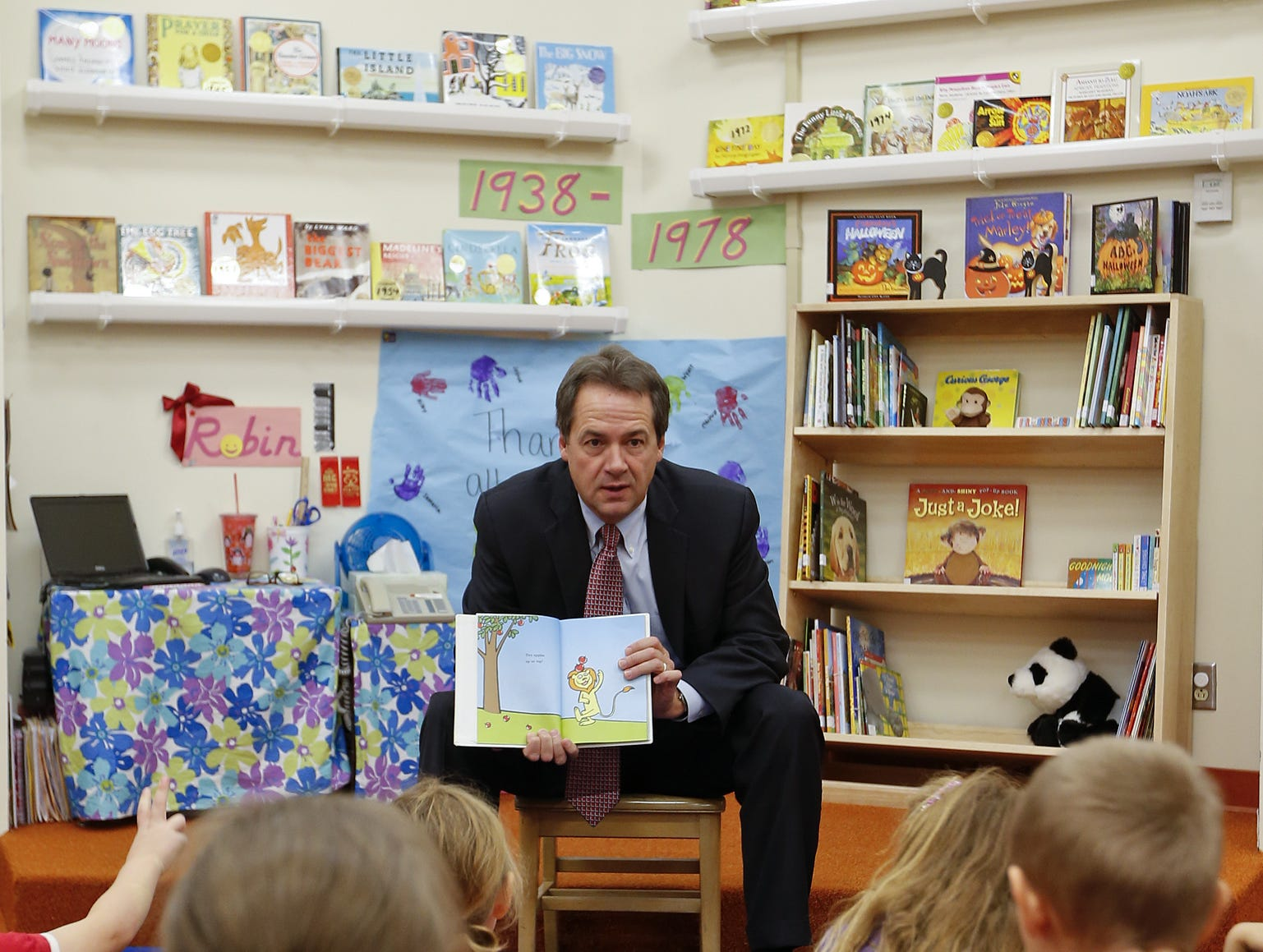 TRIBUNE PHOTO/LARRY BECKNER Gov. Steve Bullock reads to pre-kindergarten students at Great Falls Public Schools Early Learning Center. Governor Steve Bullock reads to pre-k students at Great Falls Public Schools Pre School in the Early Learning Center at Skyline Tuesday.