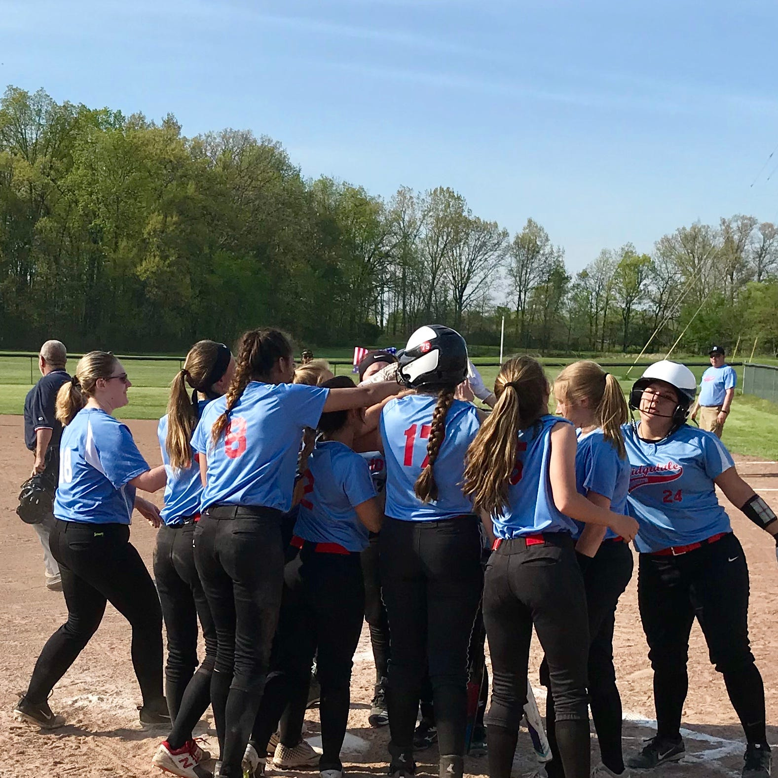 Ridgedale softball claims first sectional title since 2014