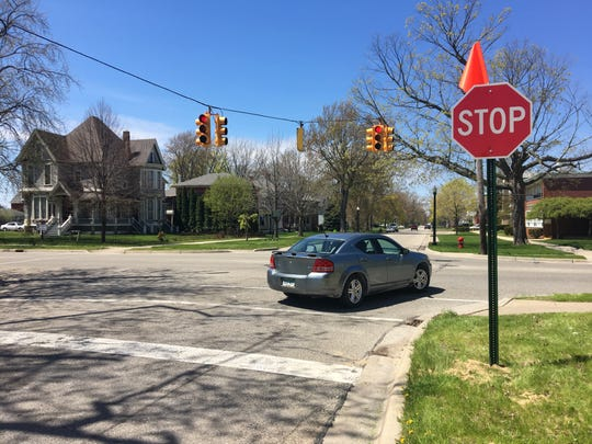 Port Huron's public works department is evaluating the effects of a flashing signal at Seventh Street's intersections at Court and Union streets.