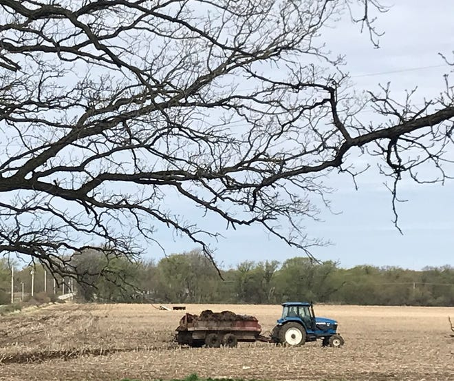 The goal of manure application is to place valuable nutrients on the soil where they are needed and to keep them there.