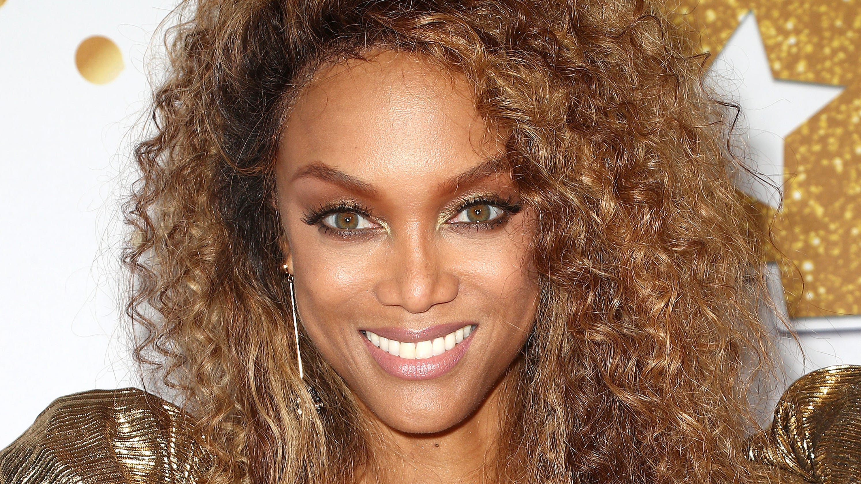 tyra banks sports illustrated swimsuit issue cover is