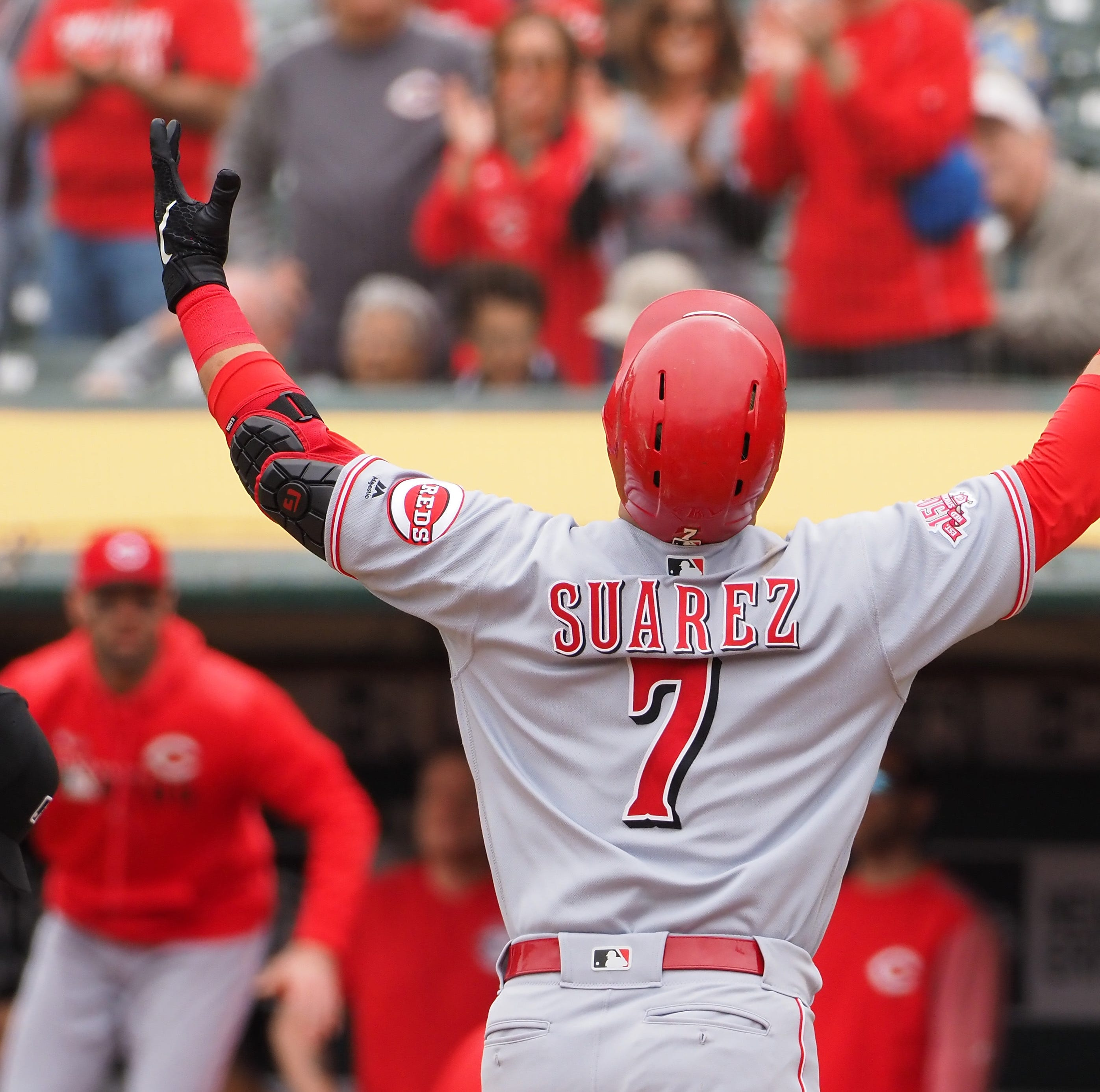 Eugenio Suárez, Derek Dietrich homer in Cincinnati Reds' win over Oakland Athletics