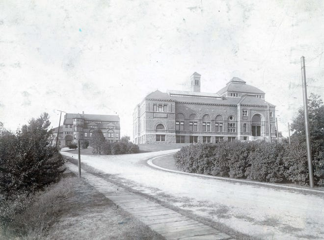 The original Cincinnati Art Museum building, right, with the Art Academy of Cincinnati building on the left, is mostly hidden behind later additions to the museum.
