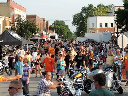 Crowds enjoying Indianola's Bike Night