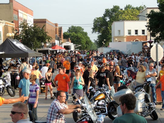 Crowds enjoying Indianola's Bike Night