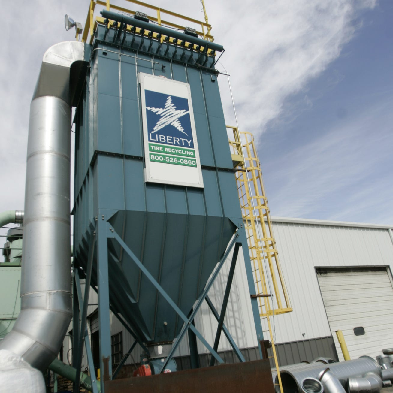 Man's arm severely injured after getting caught in machine at Des Moines tire recycling facility
