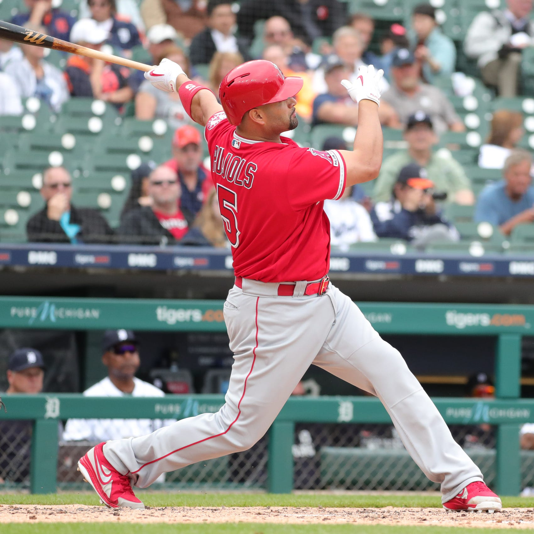 Fan may give Albert Pujols' 2,000 RBI ball away, give up $25K payday