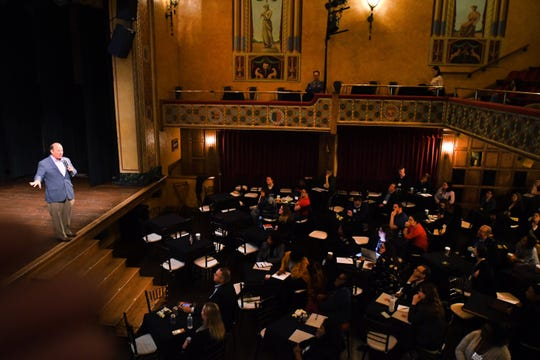 In its third year, the um3detroit programbringsseveral hundred educators andstudents from the university's campuses together with city-based groups and organizations.