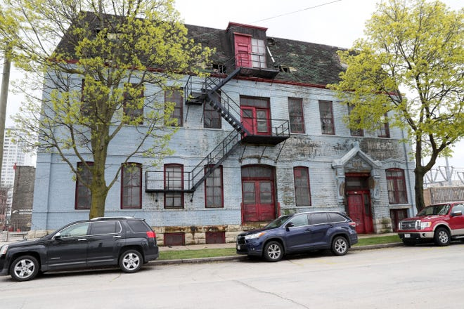 A former warehouse at 419 W. Vliet St., near Fiserv Forum, will be converted into a boutique hotel with around 50 rooms under plans that city officials are endorsing.