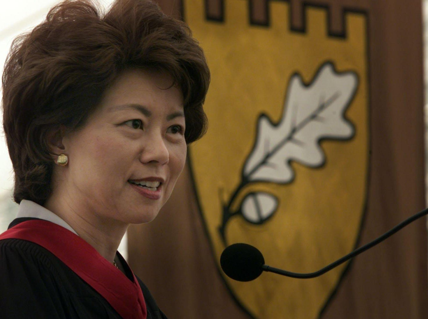 U.S. Sec. of Labor Elaine Chao addresses Vanderbilt University's Owen School of Business graduating class of 2001 during their commencement ceremony.