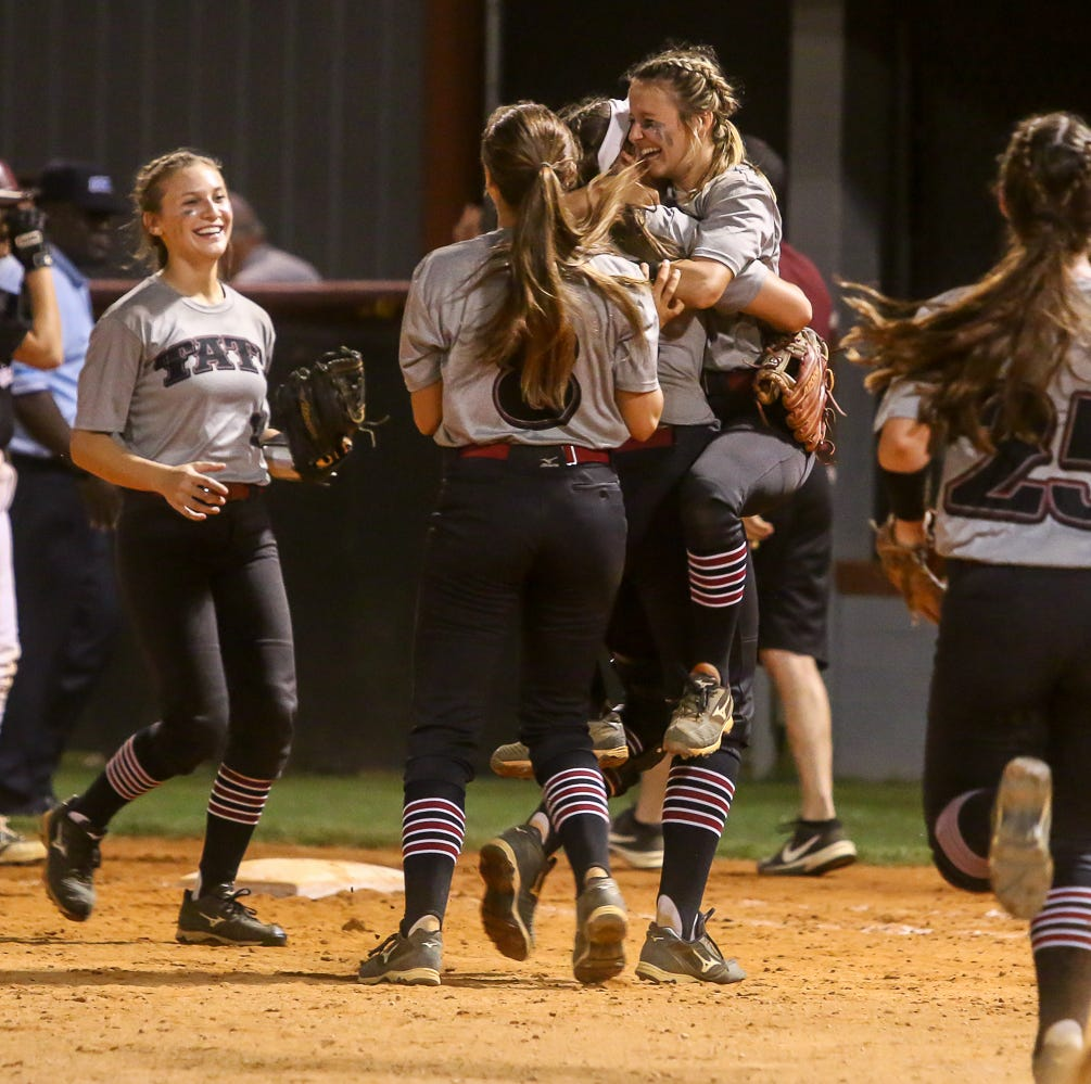Tate edges Navarre, will face Niceville in regional semifinals on Tuesday