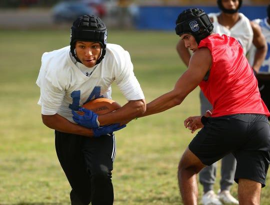 Chandler High School running back Eli Sanders (14) during spring football practice on May 8, 2019 in Chandler, Ariz.