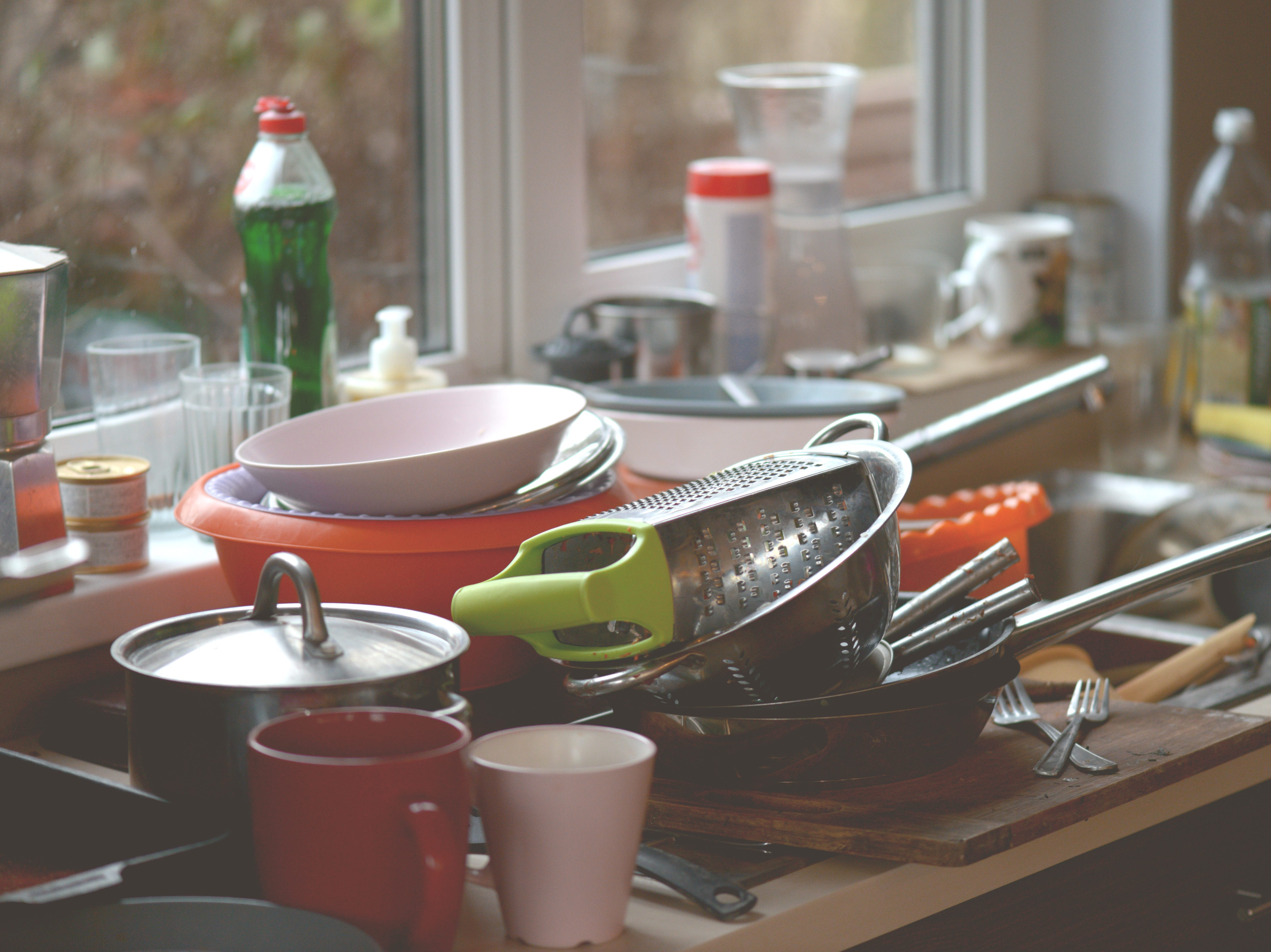 Kitchen sinks carry more bacteria than both toilets and garbage cans, according to a 2011 study by Charles Gerba, a famed University of Arizona microbiologist.