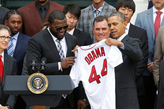 Former Red Sox designated hitter David Ortiz (left) presents former President Barack Obama (right) with a jersey in 2013.