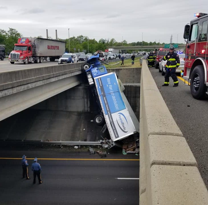 Box truck dangling over the side of I-195 bridge outside Trenton