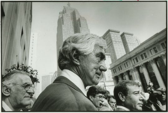 John DeLorean, left, talks to the press outside the federal courthouse Tuesday. With him is his attorney, Howard Weitzman. Oct. 1986
