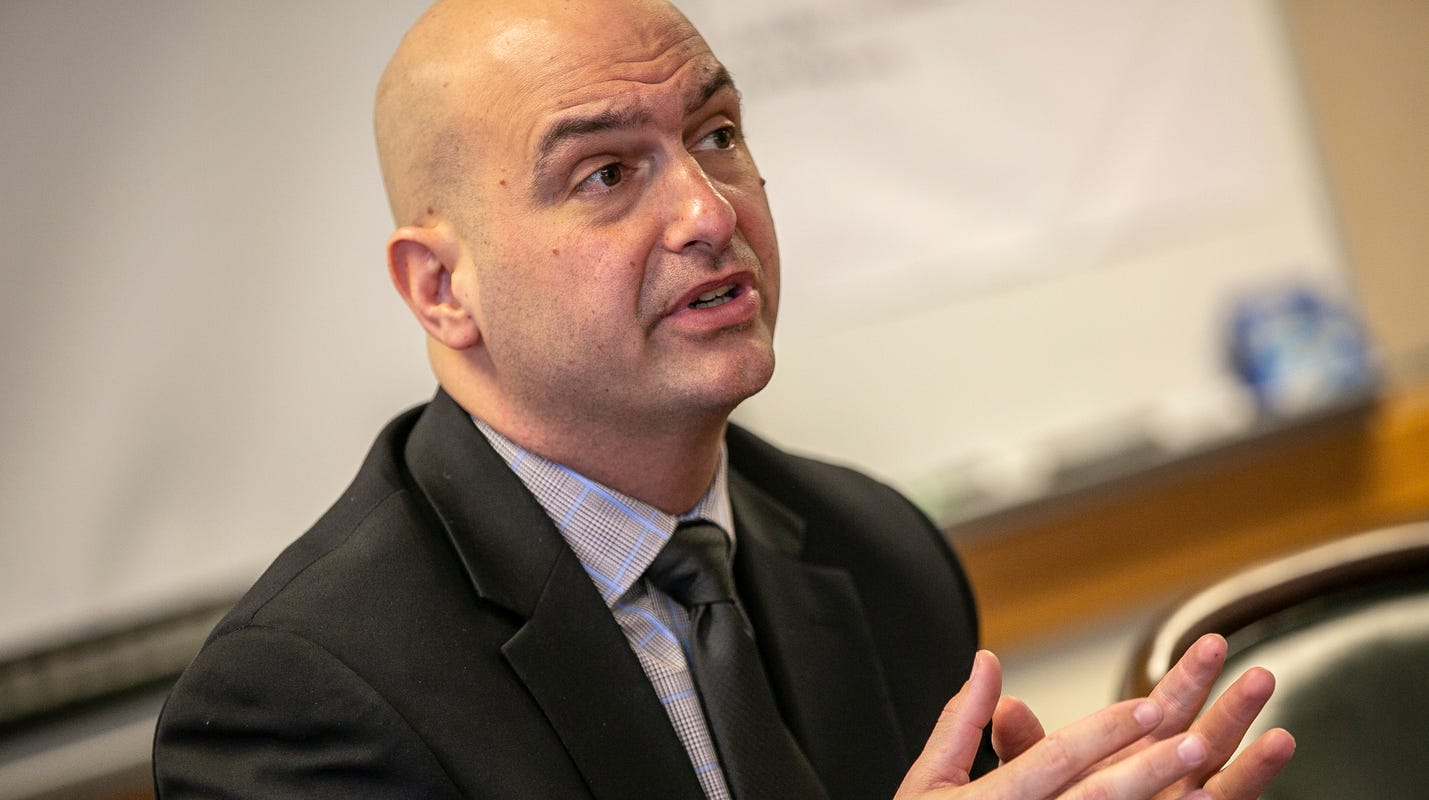 Vitti urges Whitmer to resume winter contact sports in Michigan schools