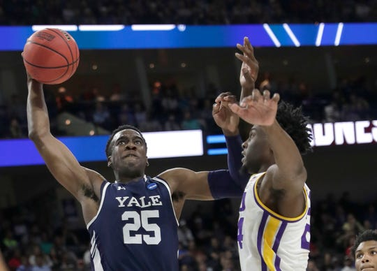 Miye Oni (25) helped lead Yale to the Ivy League regular-season and tournament titles this past season.
