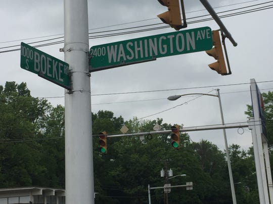 After three weeks of repairs and having a four-way stop in use, Washington Avenue and Boeke Road had its traffic light operating again Friday.