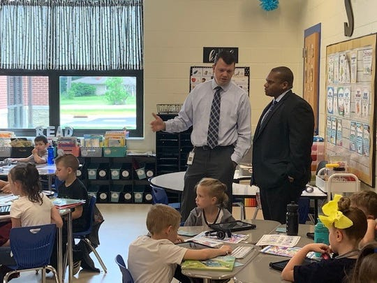 Kentucky Education Commissioner Wayne Lewis Jr. is briefed Friday about local education methods.