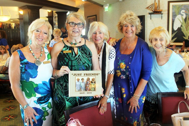 Past president Rachel DeHanas shows her memory book to Rose Kraemer, Susanne Grossman, Cindy MacQuarrie and  Madeline Moore.