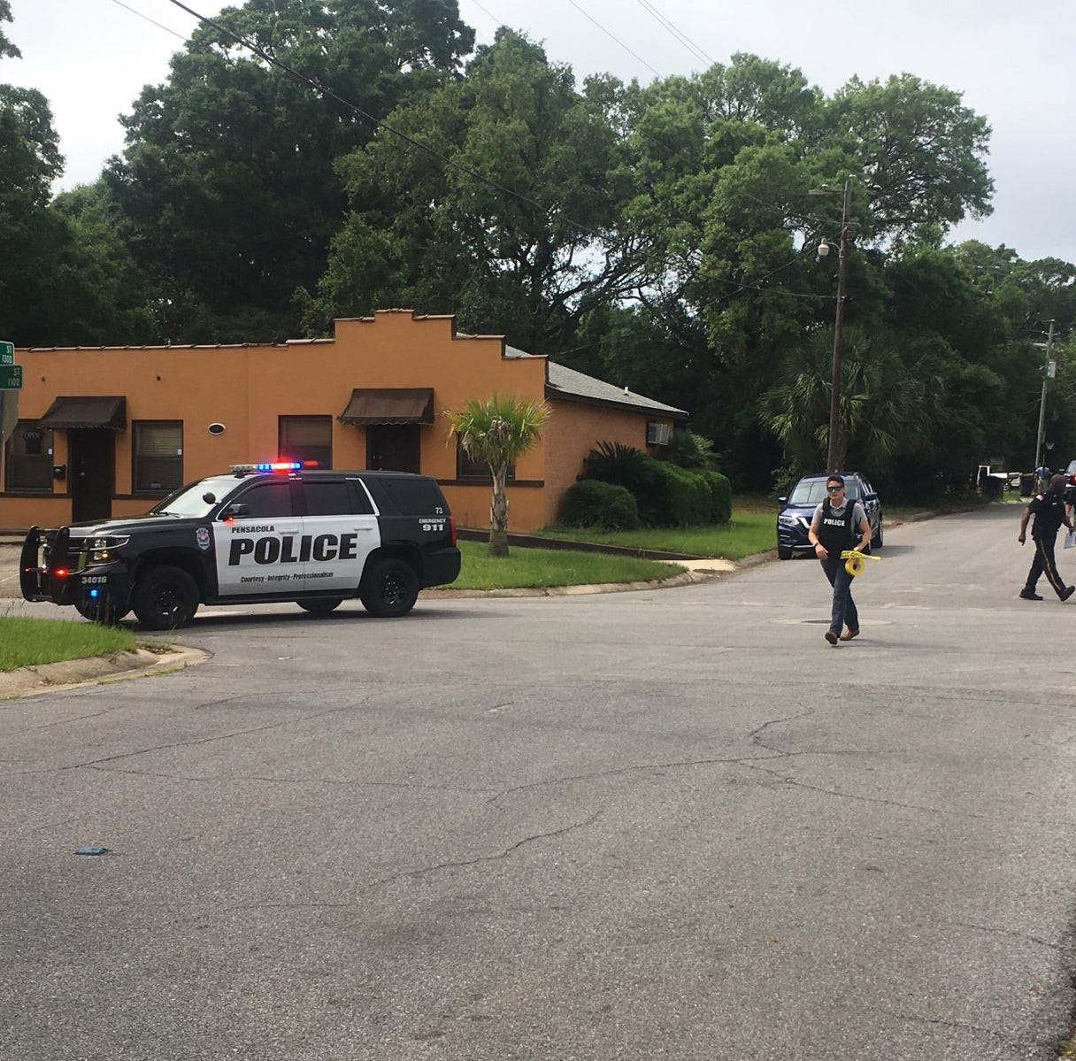 Standoff on West Lloyd Street after suspect barricades himself in home