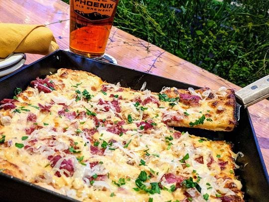 La pizza de hierro negro de Phoenix Ale Brewery Central Kitchen.