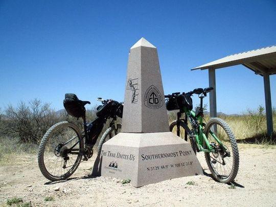 """Un monumento en el punto más al sur de Continental Divide National Scenic Trail está listo para recibir a todos los aventureros que desafían al """"Rey de los Senderos"""""""