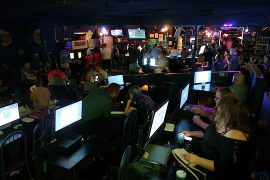 The Grid: Games and Growlers ofrece más de 600 videojuegos y un menú sencillo.